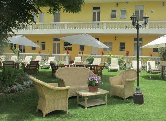 Casa de Avila - For Travellers : Amplio Jardin Central