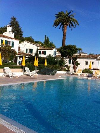 Le Hameau : la piscine