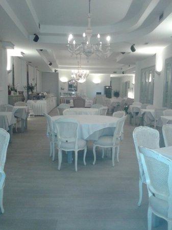 Saint Andrea Seaside Resort: inside hotel dining room