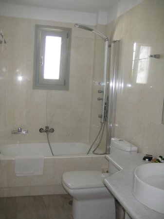 Saint Andrea Seaside Resort: bathroom