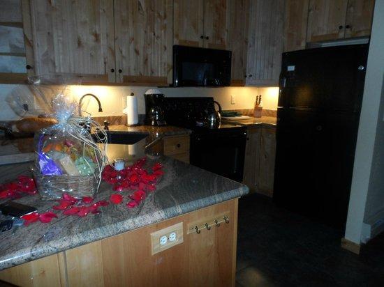 Junipine Resort: Full kitchen