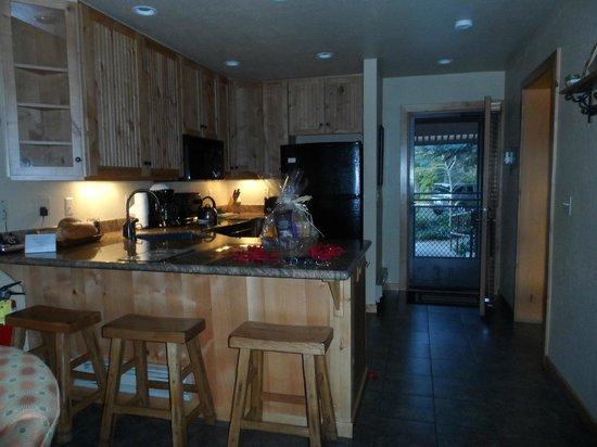 Junipine Resort: Kitchen