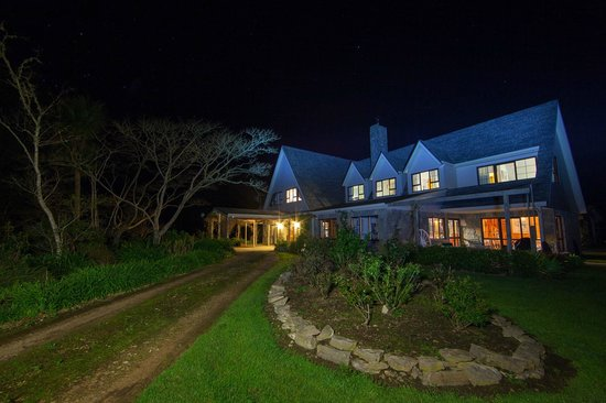 Ashgrove Farmstay & Farm Tours: Ashgrove house under special night photography