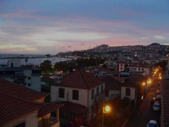 Pensao Residencial Mirasol: Evening view from the balcony