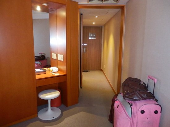 Hotel PJ Myeongdong: looking from where the beds are