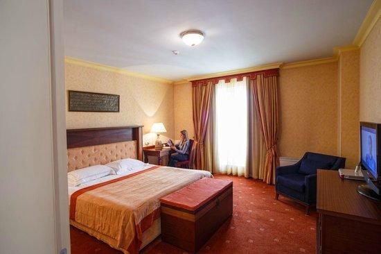Arena di Serdica Residence Hotel: Deluxe suite Bedroom