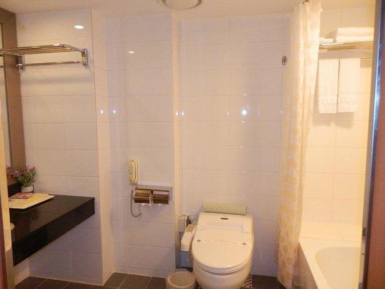 Hotel PJ Myeongdong: nice bathroom