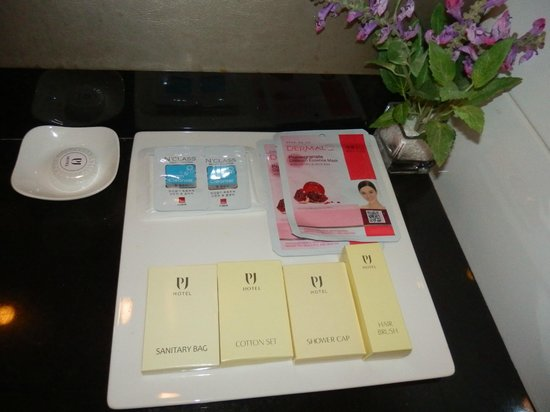 Hotel PJ Myeongdong: complimentary facial masks and face foam