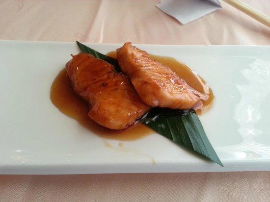 Ginza: Salmón con salsa teriyaki