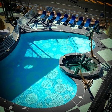 The StarLux Hotel & Suites: Pool heated, and still lovely in October!