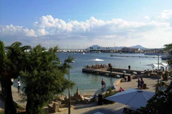 Hotel Capri: Кафе на воде