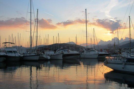 Hotel Capri: Марина на закате