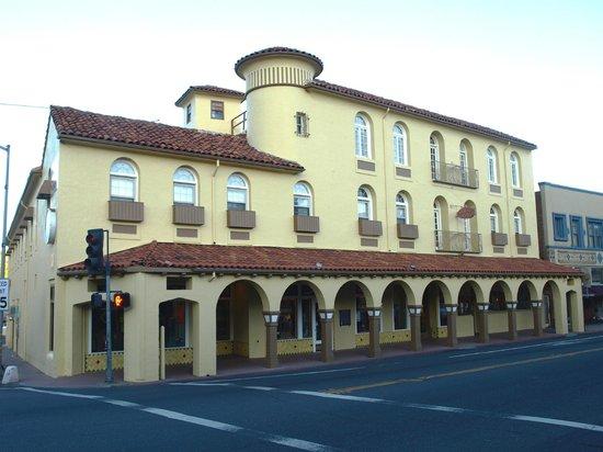 Sonora Inn: Exterior
