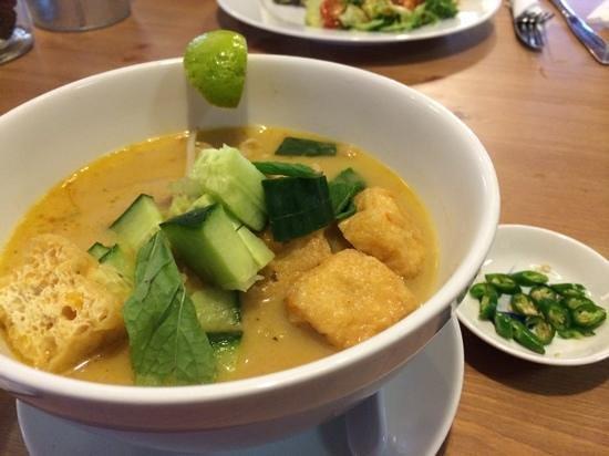 KL Canolog: chicken Laksa noodles