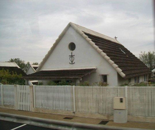 Saintes-Maries-de-la-Mer beach : tipica casa con croce