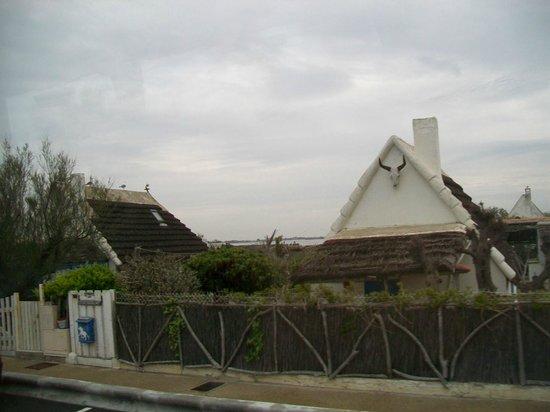 Saintes-Maries-de-la-Mer beach : tipica casa con testa di toro