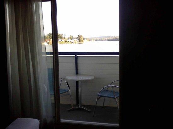Hôtel du Golf de l'Ailette : balcon équipé d'1 table et 2 chaises