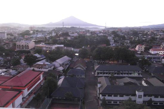 Hotel Gran Puri Manado: View of the Island of Manado Tua