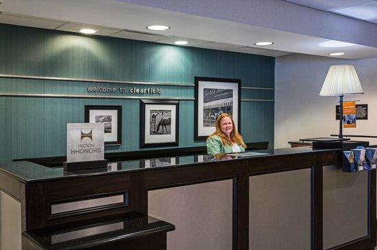 Hampton Inn Clearfield: Front Desk