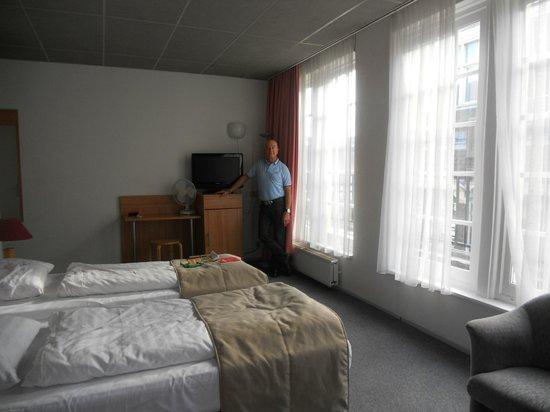 Rho Hotel: Room 307