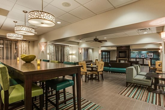 Hampton Inn Clearfield : Lobby Dining Lounge
