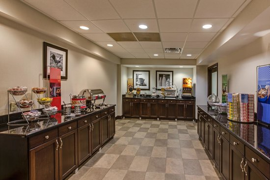 Hampton Inn Clearfield : Breakfast Buffet