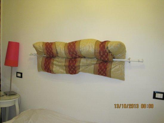 55 Inn: Testata del letto