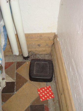 Barcelona 4 Fun Hostel: Polvo y suciedad era lo único que había