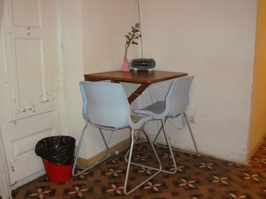Barcelona 4 Fun Hostel: el supuesto salón-comedor del
