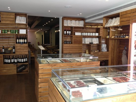 O Talho: At the entrance of the restaurant is located a real butcher where you can buy and take home!