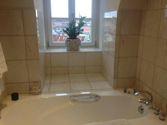 Mandarin Oriental, München: yes I used the bath