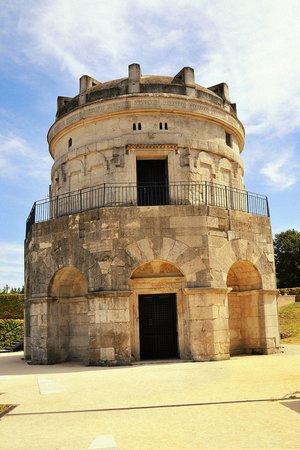 Mausoleo di Teodorico : Das Grabmal vom Eingang aus