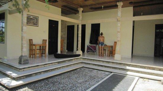 Puri Segara Village: Quarto