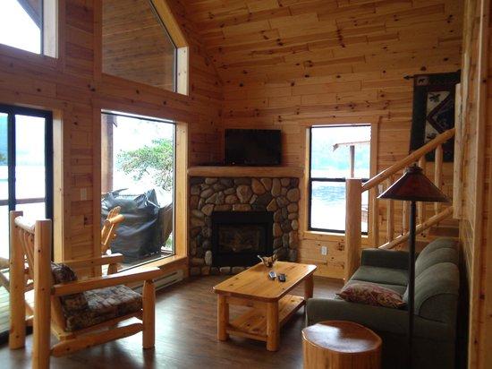 Brown's Bay Resort : Living area