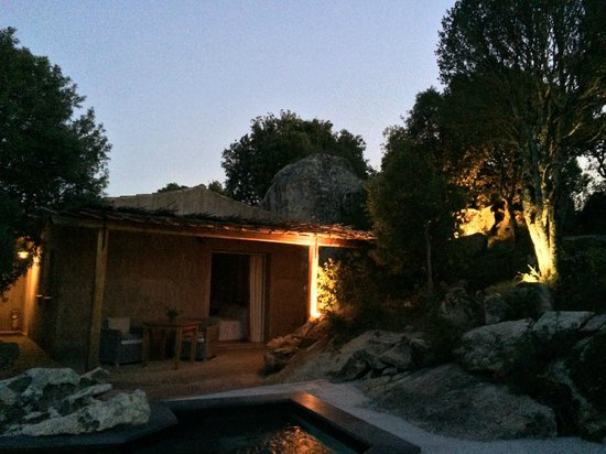 Petra Segreta Luxury Resort & Spa : Outside view of the room/terrace in the evening