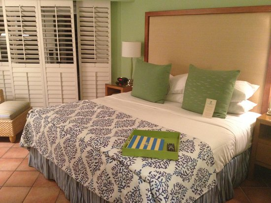 The Naples Beach Hotel & Golf Club: Pation wing bedroom