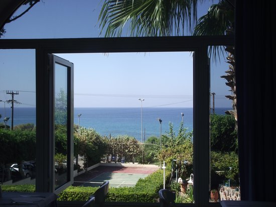 Hotel Rethymnon Mare: Vue du restaurant sur la mer