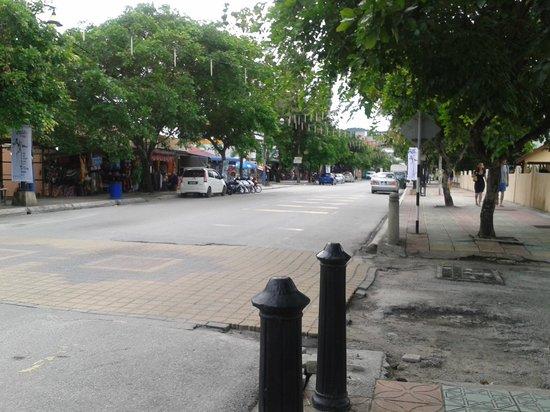 Langkapuri Inn: along the Cenang road