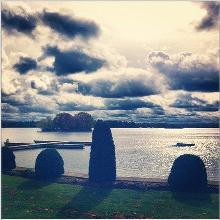 Glen House Resort: Riverfront View