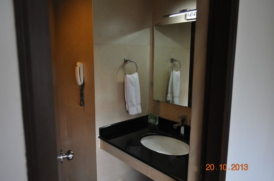 Spice Grove Hotels And Resorts : Bathroom