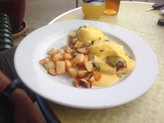 Main St Cafe and Bread Baking Co: Tenderloin Eggs Benedict