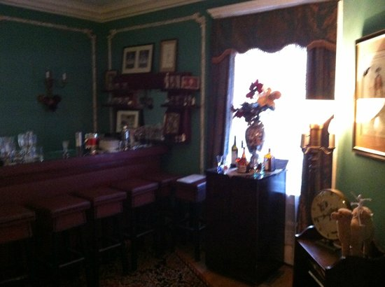 Hampton Terrace Bed and Breakfast Inn: Beautiful bar