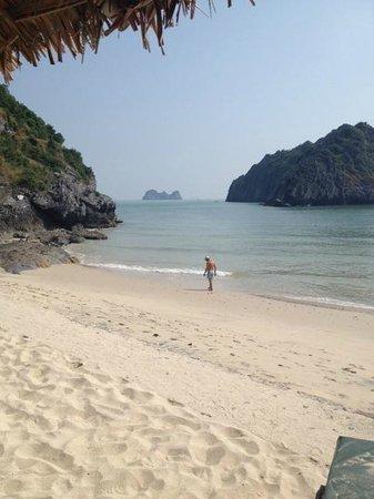 Catba Sunrise Resort : Playa frente al resort