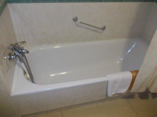 Hotel Joya: Bath