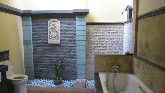 Bali Ayu Hotel : Casa de banho