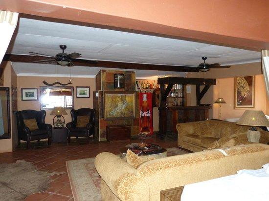 Bagatelle Kalahari Game Ranch: Wohnzimmer in Haupthaus