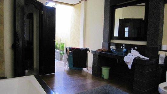 Bali Ayu Hotel: Casa de banho