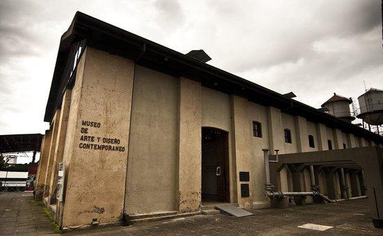 Museo de Arte y Diseño Contemporáneo en la antigua Fabrica Nacional de Licores
