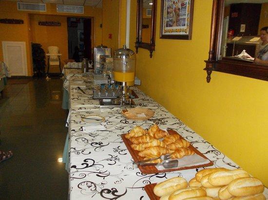 Hotel Jorge I: Buffet breakfast