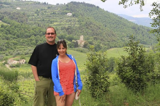 Tuscan Trails : in front of the wine fields